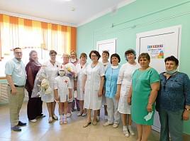 Лучший подарок – своими руками. Резиденты креативного пространства «Третье место» поздравили медицинских работников Тереньгульского района